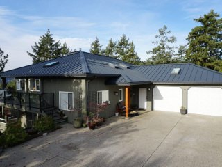 Interlock Standing Seam Roof Deep Charcoal Hip Valley