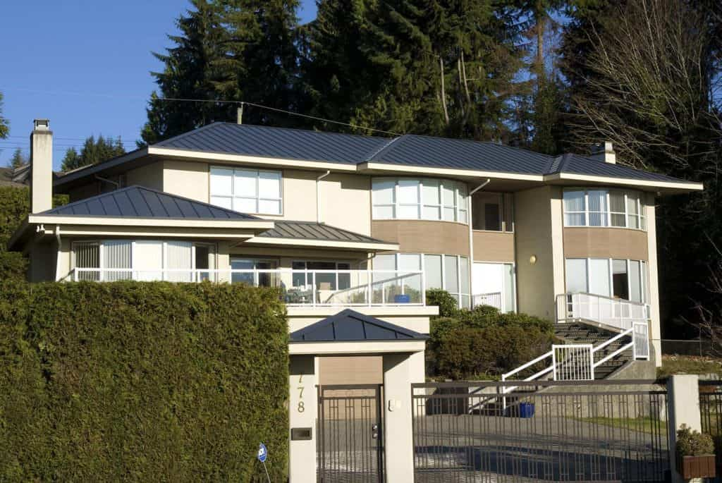 Interlock Standing Seam Roof Deep Charcoal North Vancouver